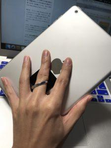 愛用のiPad miniの裏側のリング